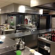 Cucina centrale con integrazione cucine Angelo PO e cucine CASTA